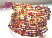 Очень актуальны бисерные браслеты с именем или датой рождения.