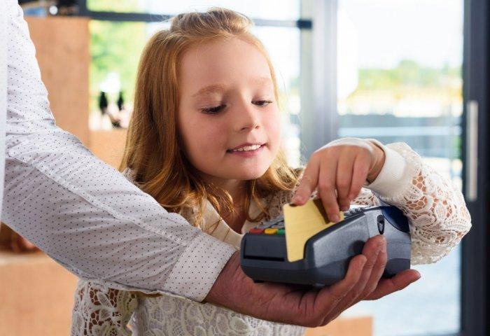 Порядок оформления банковской карты на ребенка