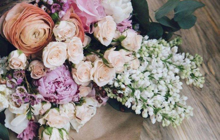 Как выбрать цветочный букет для доставки на дом?